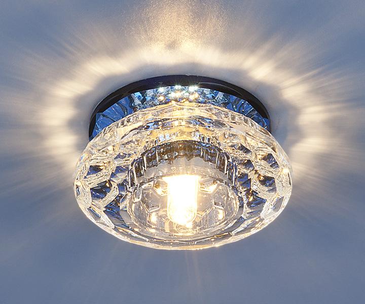 Фото натяжного глянцевого потолка с люстрой процесс занимает